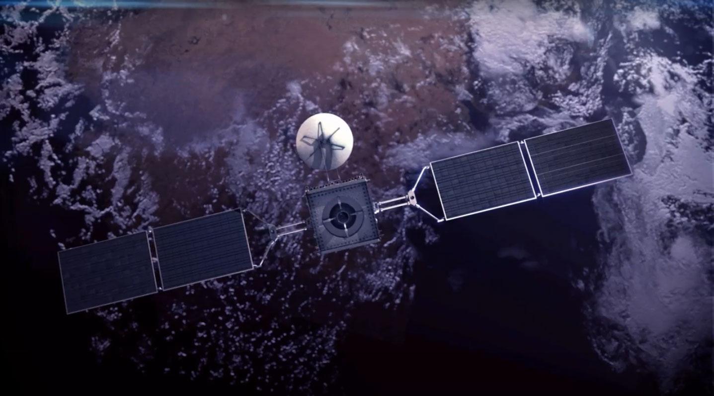 Ilustración del satélite ARSAT 1 que orbita en el espacio. Tiene una antena y dos paneles solares.