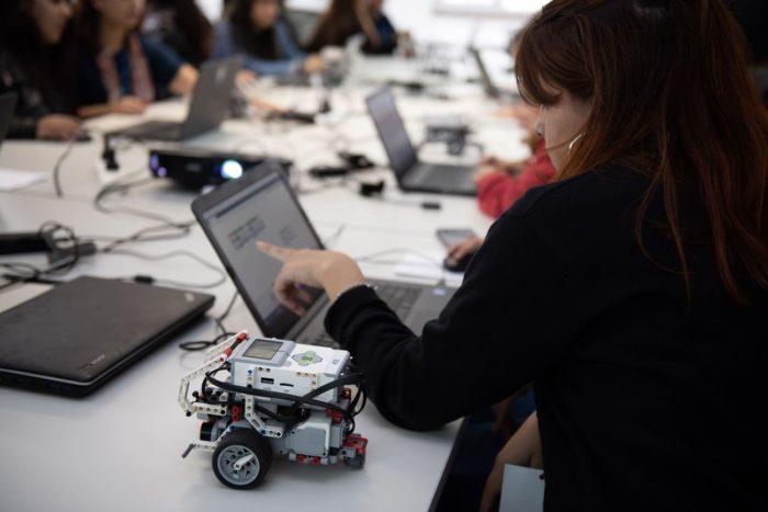 chicas en tecnología y robótica-arsat