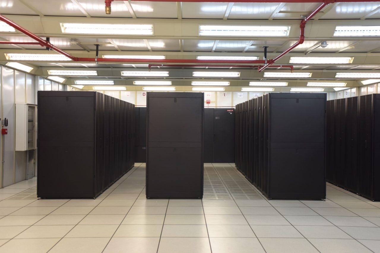 Hileras de racks en el Centro Nacional de Datos
